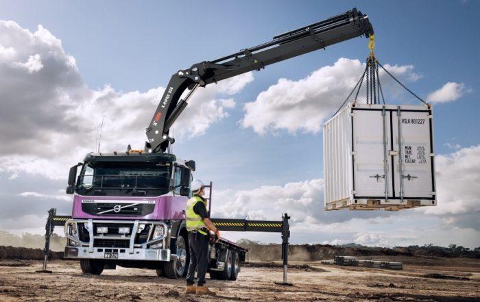 Hiab X-HiPro 558 in azione con un container
