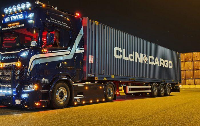 Portacontainer LeciTrailer con automezzo Scania