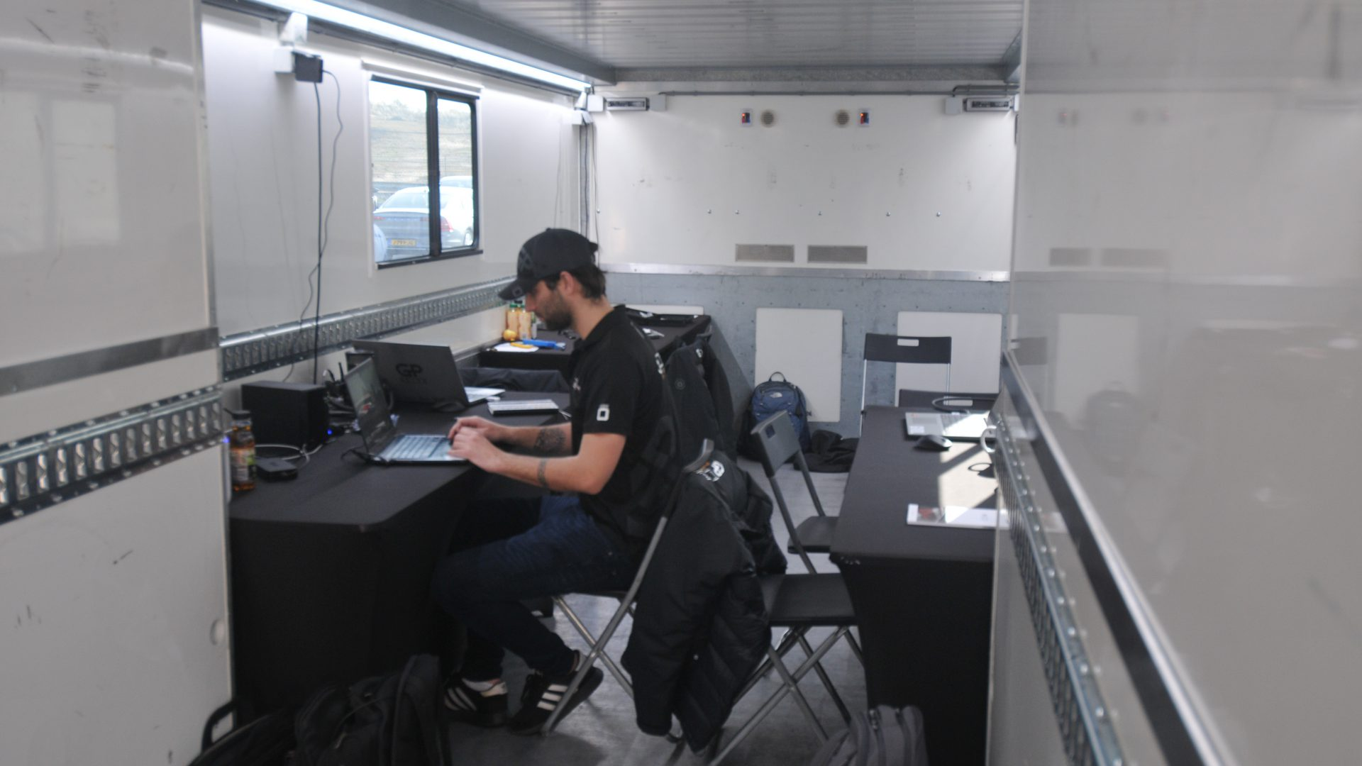 I nuovi mezzi Van Eck Trailers permettono di avere un ampio ufficio
