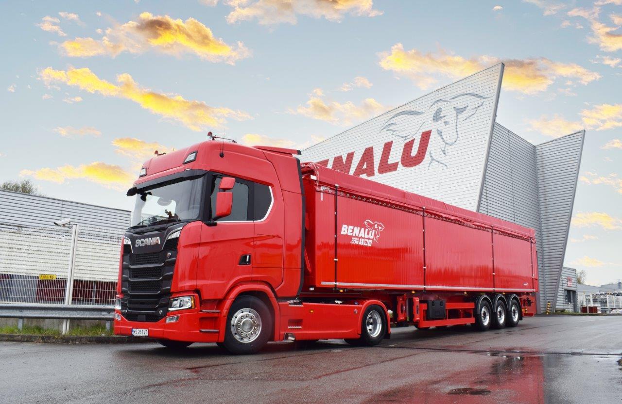 Benalu è uno dei maggiori costruttori europei di semirimorchi con piano mobile di scarico